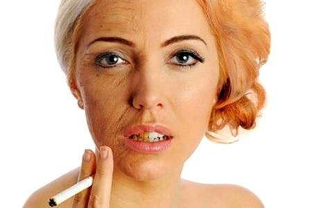 лицо курящей женщины