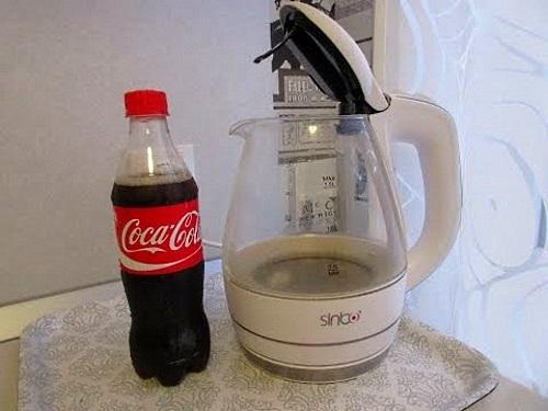 Как почистить чайник от накипи с помощью кока-колы