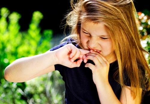 У ребенка белые пятна на ногтях