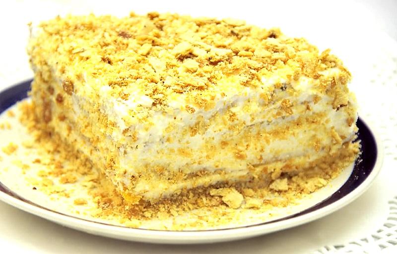 кусочек торта сметанника
